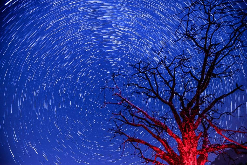 Dlouhá expozice star trails noční focení