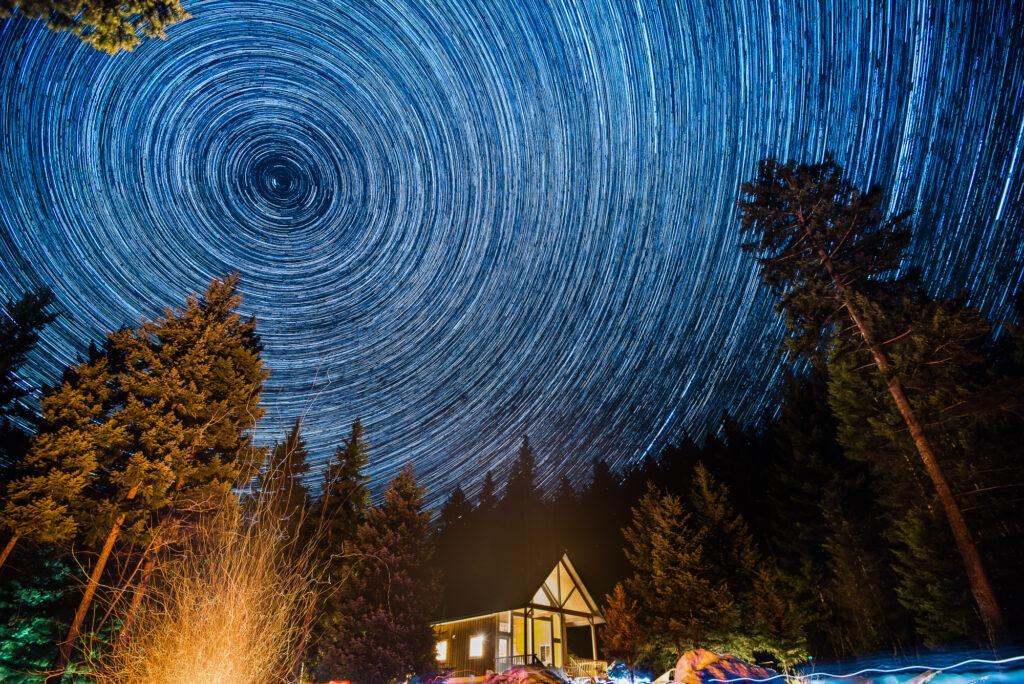 Dlouhá expozice kurz star trails noční obloha